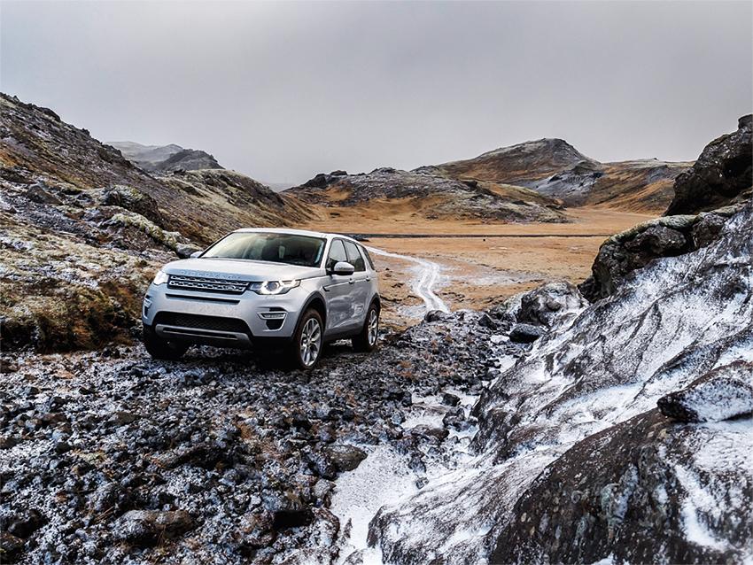 Wo sonst kann man mit dem Auto auf erkalteter Lava fahren?