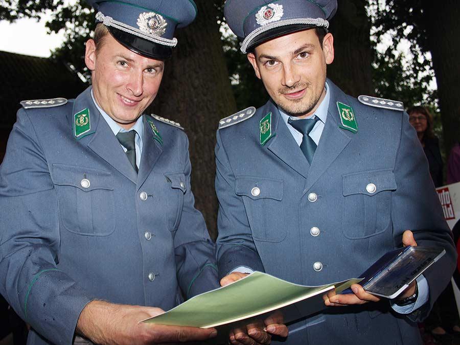 zwei DDR-Grenzer