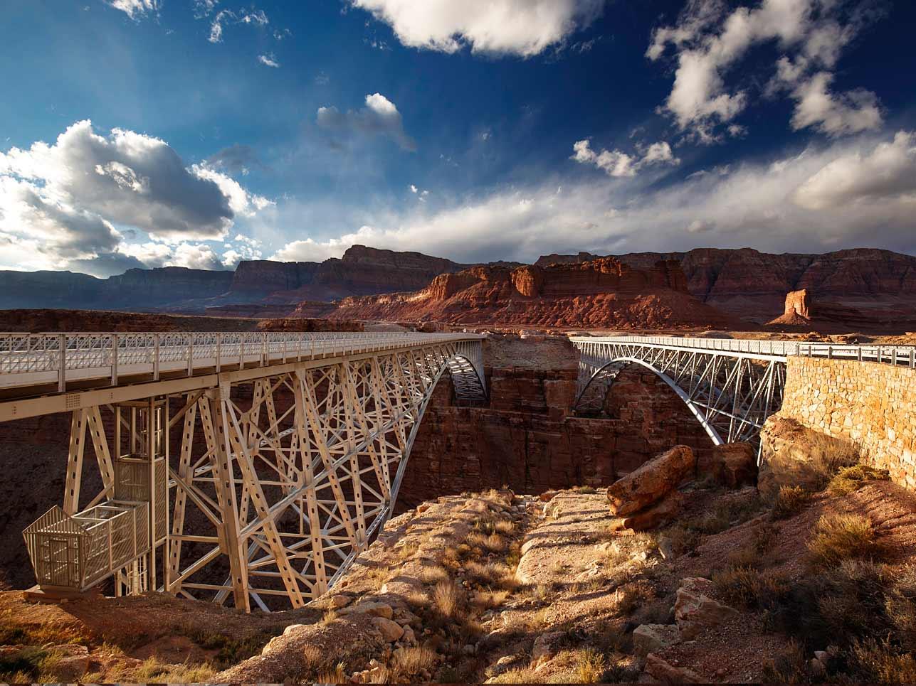 Utah extrem: Kolosse aus Stahl spannen sich über weite Schluchten.